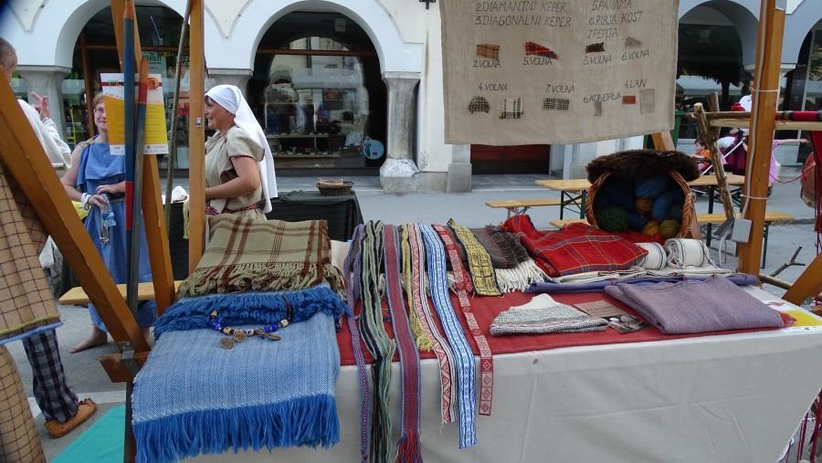 Prazgodovinski načini in vzorci tkanja.